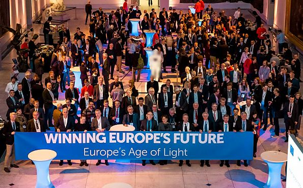 "Group picture including banner with slogan ""Winning Europe's future"""